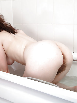 Solo girl Candy slips off bikini tub to demonstrate hairy pussy