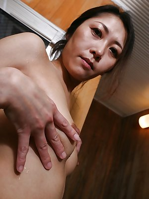 Wet hairy cunt of Hisako Kawaguchi is revealed while she is in shower