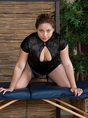 Daisy Leon is dressed up as a masseuse and finds herself alone on her massage table. She reaches into her uniform and strokes her pubic hairs. This hairy girl is not one to miss in this outfit!
