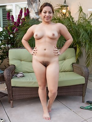 Hairy girl Daisy Leon can't help herself once she feels the fresh air outside. She strips down to show the world her sexy bush. This beautiful hairy woman gets kinky when she pees outdoors.