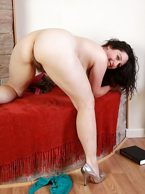 Nadeen is a natural girl with a thick patch of pussy hair. Pulling her panties aside, she fingers her hairy snatch. This all natural brunette beauty strips naked and spreads her hairy lips.