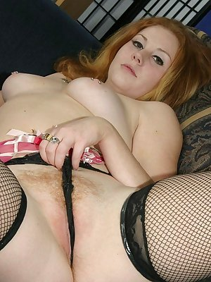 Pretty plumper Cherry Poppers naked while playing with her thick bush and clit