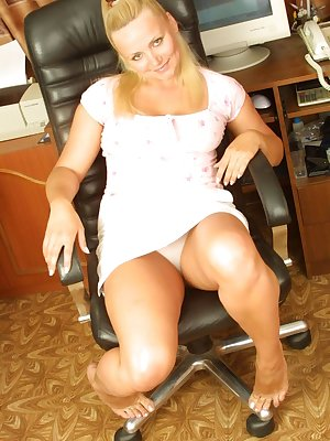 Pretty-faced blonde fatty gets horny then toys with her shaggy-haired clitoris.