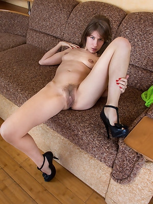 Thin older woman Loredana stretches her all natural pussy wide open