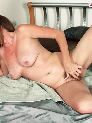Older woman Josette Lynn gives her son's friend a blowjob in the nude