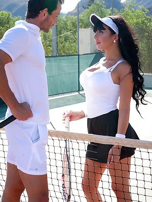 Brunette chick Valentina Ricci gets creampied after seducing the tennis pro