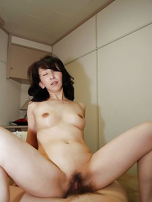 Astounding mature housewife Mako Shinozuka sucks hard cock in shower
