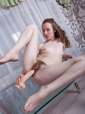 Amateur solo girl Emma Fantasy sticks a corn cob dildo up her hairy muff