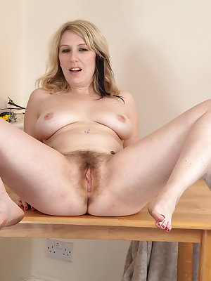 Hot older woman Mel Harper showcases her all natural cunt after undressing