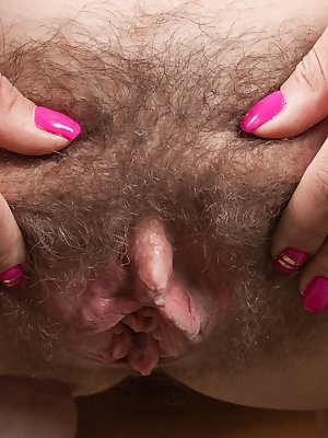 Amateur model Regina undresses to best display her wide open beaver
