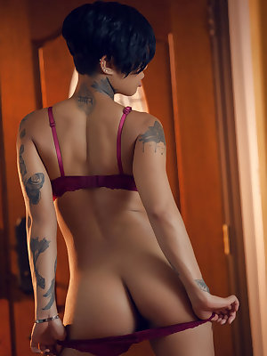Tattooed super hot ebony Honey Gold naked and spreading pussy lips wide open