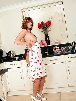 Mature housewife Jenny Badeau spreads her hairy bush in the kitchen