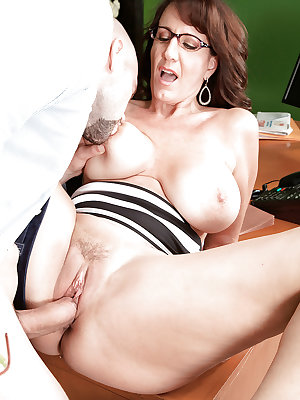 Chick in glasses Cassie Cougar provides her hot twat for hardcore penetration