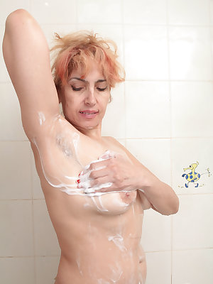 Mature Karolina shows off her wet beaver during home masturbation scenes