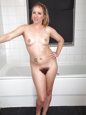 European MILF Elle Macqueen releasing hairy muff from wet panties in bathtub