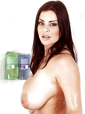 European MILF Linsey Dawn McKenzie loosing massive knockers in bathtub