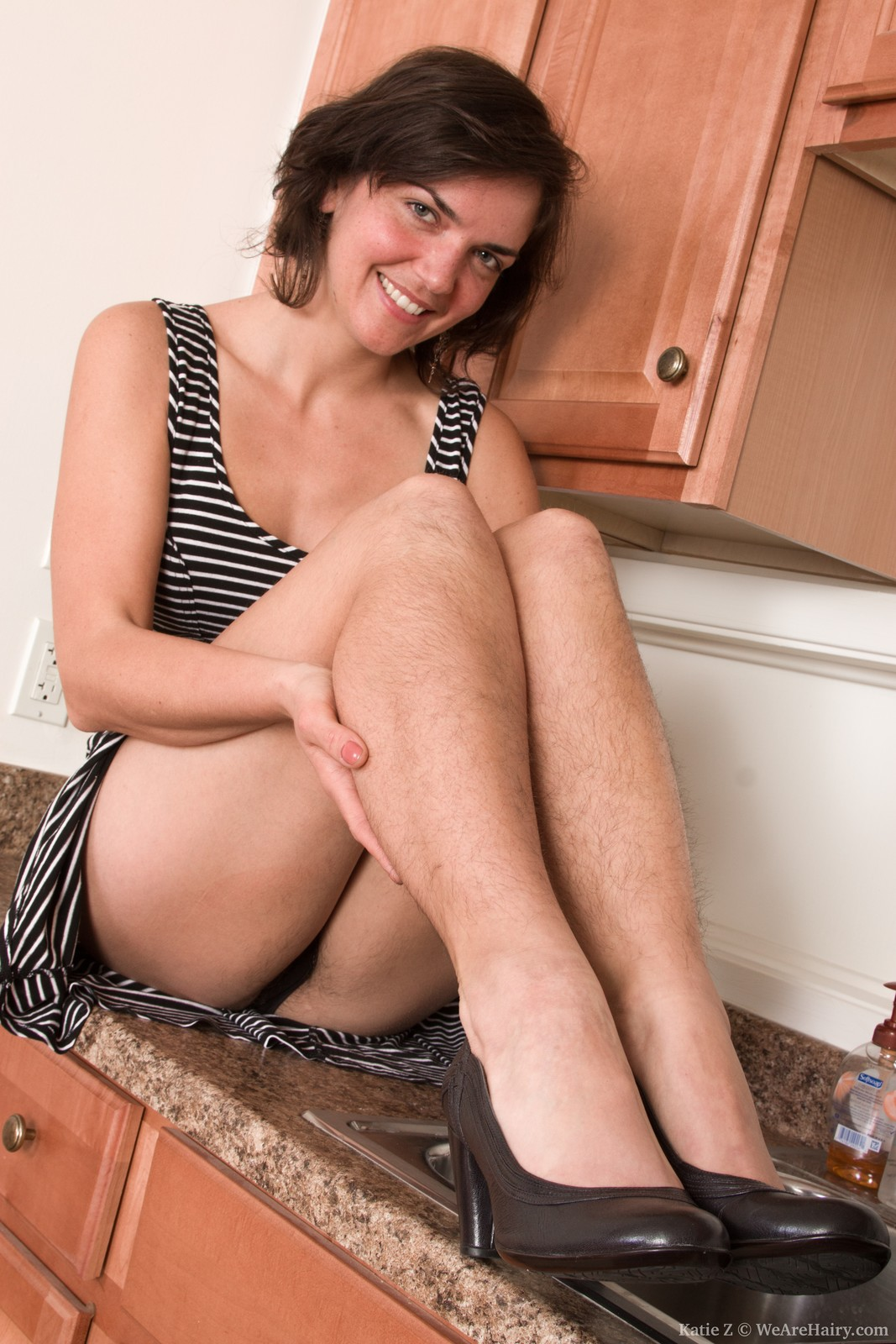 Girl with hairy legs fucks