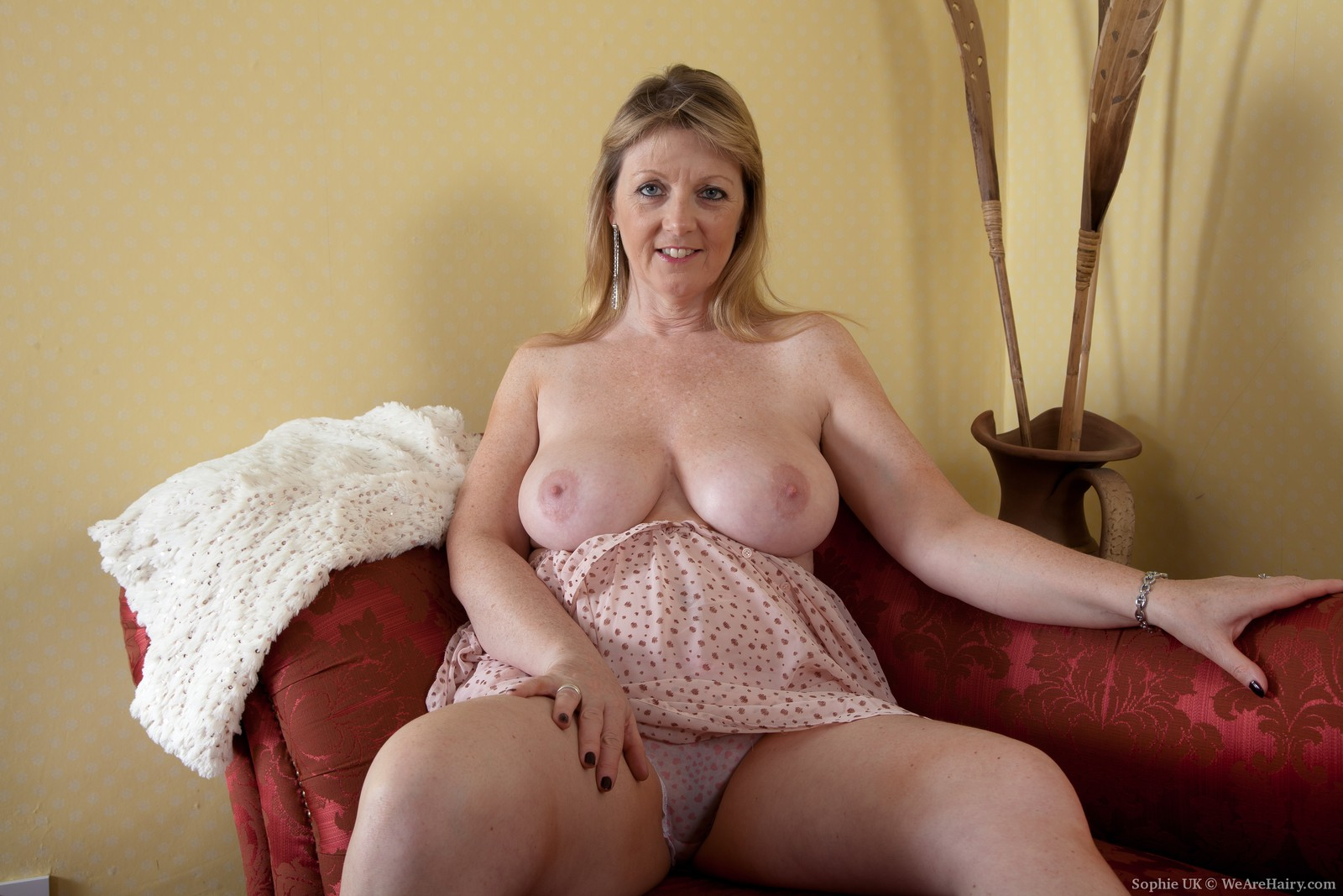 sophie uk is a natural looking woman with great tits and a hairy