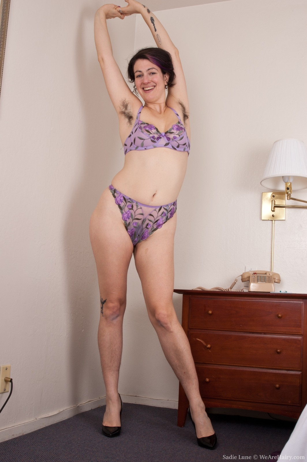 Wara strips naked to show her hairy body off today 1